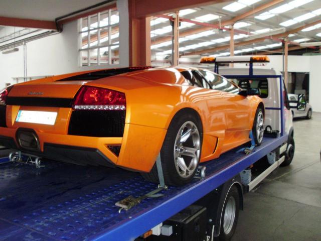 Lamborghini sobre Grúa